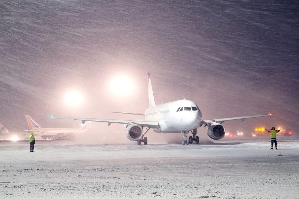 Flugzeug im Schneesturm